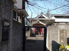 前回紹介した延命寺です。昼間だったのに門が閉じられていてこの日は参拝できませんでした。