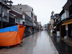 天気も悪くて、人通り少ない輪島朝市です。