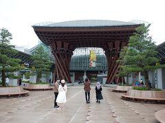 バスは西口に到着、金沢駅の15分の乗り換えの間に、東口の鼓門へ。もっとも、15分あれば余裕ですが。。。