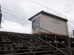 各駅停車に乗り込み、小松駅の一つ手前の明峰駅で下車、勿論無人駅です。