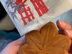 【香月堂】 100円 新幹線改札通過後にあった香月堂のもみじ饅頭を、購入 こしあんが上品で美味しかったです