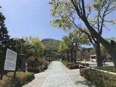 函館西部地区。基坂の下にある観光駐車場に車を停めて、坂を上がります。