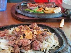 私はカットステーキ、夫はリブロース。ポテトの活きが良くて遊びに行っちゃってますが😅 カットステーキ安いのにお肉柔らかくて臭みもなくビックリ。やっぱり沖縄ではお肉食べといて正解だった。