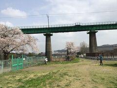 JR八高線が入間川を渡ります。 写真を撮りに来ていました。