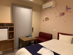 お部屋も別に狭くないし、やっぱりキレイで嬉しい! ベッドも快適でした。