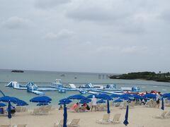 ホテルのビーチ。このビーチパークの利用券をプレゼントしていただきましたが、寒くて行く気になれず。