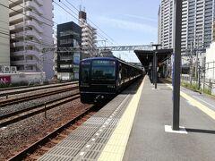 相鉄線は都心までの直通運転となり、この「ヨコハマネイビーブルー」が走っています。今回は都心までの路線とは異なる、始発駅横浜駅から一つ目の平沼橋駅までの利用です。 横浜駅からシャトルバスが出ていますが、密を避けるため電車+徒歩です。