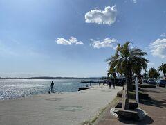 駅からすぐのとこには海浜公園があります。