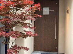 福島の洋食やさんを検索したら、 西天満に移転して営業されているようだったので行ってみました。  福島のときも看板ほぼないお店でしたが 西天満でも同様。紅葉の木でなんとなくここかな?と判断