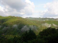 雲辺寺に連なる山並みを見渡しながら坂をあえぎながら漕いで上りました。