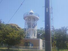 昇れる灯台は国内でも10数か所しかない。 白がきれい。