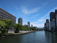 土佐堀川の奥には、生駒山上遊園も しっかりと見える晴天のお散歩でした。