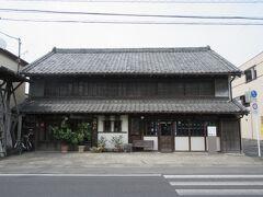 小林家住宅 登録有形文化財に指定されている、江戸時代末期に旅籠を営んでいた方の建物です。現在は材木商と美術商を営んでいるようですが、木造の格子戸がはめ込まれた建物は趣があり、広々とした造りからは当時の繁栄していた様子を思い起こすことができました。