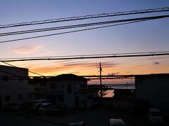 おはようございます。 ただ今の時刻は6時45分です。 今日も天気が良いようです。 朝食前に散歩します。