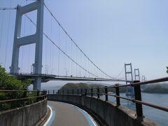 しまなみ海道も今治に近づくにつれて険しくなります。 島の中央部を突破するように走るので起伏も激しくなります。  最後は来島海峡大橋のキツイ登りです。