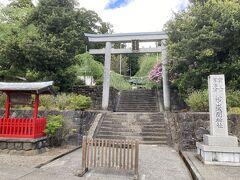 2<村山浅間神社> かつて、この村山の地には「興法寺」という富士山における修験道の中心寺院がありました。しかし明治の神仏分離令により興法寺は廃寺となり、寺の中心的堂社であった浅間神社と大日堂は分離され、浅間神社だけが残りました。<世界遺産構成資産>