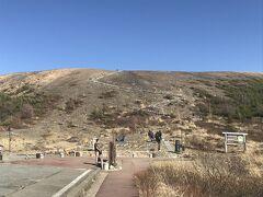 まずは吾妻小富士へ上ります!  実はこの後、吾妻小富士の登山道を修復する為に夏休みまで閉鎖するようです。 これまたラッキーでした。 https://www.bes.or.jp/joudo/blog/28836/