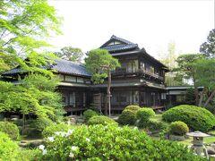 城跡の丁度向い側に料理旅館「京亭」があります。 戦時中、宮家の疎開先ともなった昭和7年建築のお邸です。 以前ここで鮎尽くしの料理を頂いたことがありました。 名物の最後の鮎飯は流石に美味しかった。  またつい先頃公開された「東京事変」の ♪緑酒♪ のMVの舞台として使われたと先程知りました。 そのグループ名も初めて聞きましたが・・