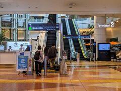 この旅の空路はANA。羽田第2ターミナルに到着です。