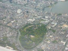 出雲空港が近づくにつれて松江城も見えました。