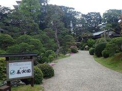 宿泊は、湯之助の宿 長楽園 贅沢をして、離れの客室を  長楽園の日本庭園です。 築山を超えた右側に、どでかい混浴風呂が… 離れは、玉砂利の道の正面に…