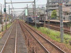 名鉄線と並行に走ります。  名鉄線の駅は今伊勢駅です。  この後、一宮駅から折り返して訪れる予定です。