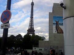パリの2日目は夕方からエッフェル塔近くへ。