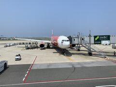 関空から昼過ぎのAir Asia便で経由地のバンコクへ向かいます。LCCですが、第1ターミナルなのはありがたい。関空は第2ターミナルが遠すぎる…。