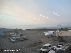 鹿児島空港に到着した頃には、すっかり雨は止んでいて、パステルカラーの空。