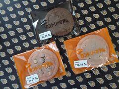 こちらでは本川越ペペの書店に行った後、全国に4店舗しかないカントリーマアムファクトリーで「窯だしカントリーマアム」をお土産に購入。 普通のカントリーマアムに比べサイズは大きく、とろけるような甘さでした。