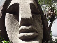 西口にある「モヤイ像」 昭和55年 新島村から寄付されました