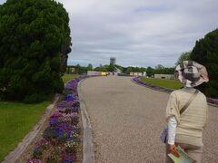 浜名湖まで車をとばし、ここに到着します。  浜名湖ガーデンパークです。