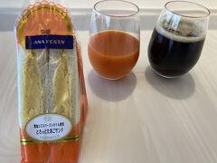 今回も伊丹空港からスタート。 残念なことに、ここ数回中村藤吉さんのゼリーが売ってなくて、この日はタマゴサンドを朝食がわりに。