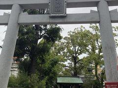 2軍戦は甲子園近くの駐車場も特定日の扱いでなく、結構安くて空いていました。  駐車場から甲子園に向かう途中、素盞嗚神社(すさのおじんじゃ)に立ち寄り、疫病退散をお願いしてきました。  この神社は、境内が阪神甲子園球場のライトスタンドの直ぐ近所あることから、阪神タイガースの選手・ファンや、高校野球関係の必勝祈願者が多く訪れる事から、「甲子園神社」や「タイガース神社」と呼ばれているようです。