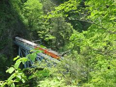 黒薙駅・・・中部山岳国立公園エリアに入り、山深い遊歩道をスリリングな景観楽しみながら散策  その先には宇奈月温泉の源泉である、黒部峡谷の秘湯黒薙温泉があります