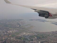 羽田からはカンタスで。 キングスフォード・スミス空港が見えます。通りすぎて左旋回して着陸します。