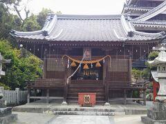 本丸の模擬天守閣の隣にある奥平神社。奥平家中興の祖といわれる貞能(さだよし)公、信昌(のぶまさ)公、家昌(いえまさ)公が祀られている。