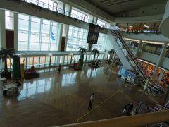 那覇空港に13時過ぎに到着。 人少ないです。