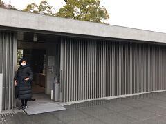 21世紀美術館から歩きました。鈴木大拙館です。世界的な仏教哲学者らしいですが今回初めて知りました。建築が見たくて。