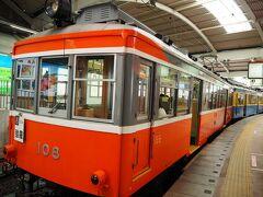 <箱根登山電車> 同じホーム後方から出発です。