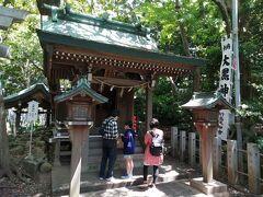宇賀神社の向かい、階段脇にあるのが大黒神社。 商売繁盛の神様が祀られています。