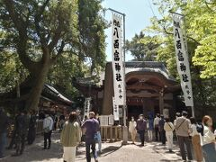 そして…八百富神社。賑わってますね。 開運、安産、縁結びの神様が祀られています。