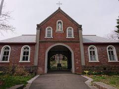 こちらは日本最初の男子修道院。