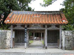 雨は小休止状態なので歩いて桃林寺へ。