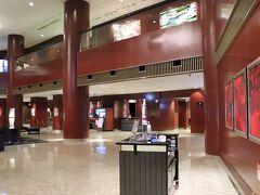ホテルから1分ほど、溜池山王駅13番出口付近にセブンとファミマがある。
