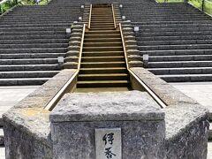 釜飯の時代屋さんから伊香保温泉の階段に到着しました!!  さぁ~階段を上って伊香保神社へお参りに行きますよぉ~