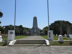 トルコ軍艦遭難慰霊碑・明治23年9月16日、トルコ軍艦「エルトゥールル号」遭難時に地元住民の救命活動で69名に命が救われました。587名が亡くなりました。今も5年ごとに追悼式典が行われています。また串本の姉妹都市であるトルコのメルシン市にも同じ碑が建てられています。