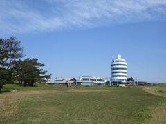潮岬観光タワーが見えました。観光タワーでは入館すれば、潮岬を訪れた証しとして、「本州最南端訪問証明書」を発行しています。