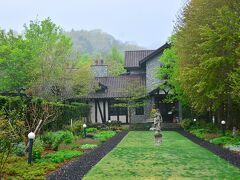 Ruze Villa http://www.villa-ruze.jp/  村に佇む小さなマナーハウス。どんよりした空の元、ちょっと英国チックさが増す(笑)