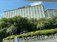 朝食後は今夜宿泊する杉乃井ホテルへ向かいます。早めにチェックインをし、部屋に入れるまでプールや温泉でゆっくりとします。